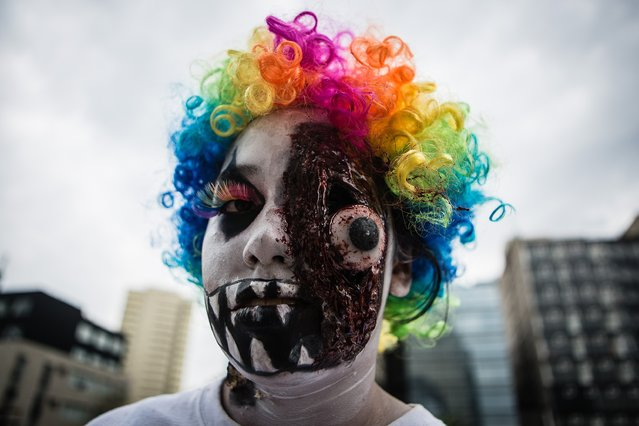 A character is seen during the Zombie Walk over Reforma Avenue, Mexico City, Mexico, on October 22, 2016. (Photo by Manuel Velasquez/Anadolu Agency)