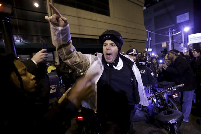 Police officers order protesters to move back during a demonstration in response to the fatal shooting of Laquan McDonald in Chicago, Illinois, November 25, 2015. (Photo by Andrew Nelles/Reuters)