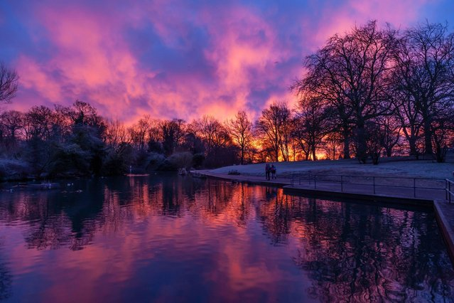 Glorious pink and blue skys heeded the arrival of a thick layer of snow across the United Kingdom today, January 24, 2021 with this glorious vista captured in Northampton. (Photo by Keith J. Smith/Alamy Live News)