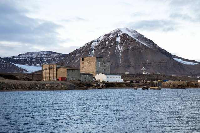 Warehouses and the old part of the Ny-Alesund, Norway settlement from the coal mining period which closed in 1963, are seen October 11, 2015. (Photo by Anna Filipova/Reuters)