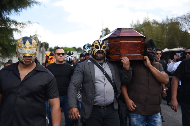 "Guatemalan wrestlers and relatives carry the coffin of late eighteen-year-old wrestler Laisha Cameros, known as ""La Hija del Zorro"" who was shot dead during an assault two days ago, during her funeral at the General Cemetery in Guatemala City on February 11, 2019. Cameros was a victim of an armed attack at Limon neighborhood where Mara Salvatrucha and Barrio 18 gangs operate. (Photo by Johan Ordóñez/AFP Photo)"