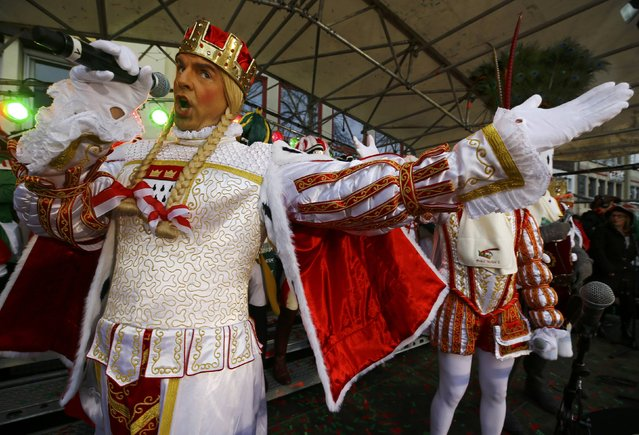 """Carnival revellers celebrate during """"Weiberfastnacht"""" (Women's Carnival) in Cologne, Germany February 23, 2017, marking the start of a week of street festivals with the highlight """"Rosenmontag"""", Rose Monday processions. (Photo by Wolfgang Rattay/Reuters)"""