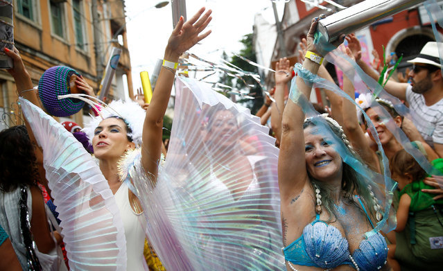 """Revellers take part in an annual block party known as """"Ceu na Terra"""" (Heaven on Earth), one of the many carnival parties to take place in the neighbourhoods of Rio de Janeiro, Brazil February 25, 2017. (Photo by Ricardo Moraes/Reuters)"""