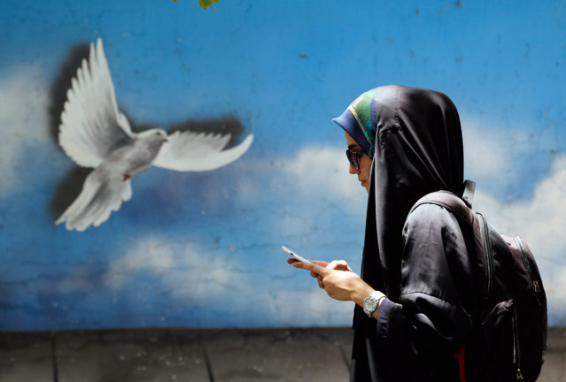 An Iranian woman walks a street of the capital Tehran, Iran, 01 July 2015. Iran and six world powers on 30 June set a new July 7 deadline for reaching a wide-ranging deal over Iran's controversial nuclear program, signaling that they have yet to bridge several key differences in negotiations. (Photo by Abedin Taherkenareh/EPA)