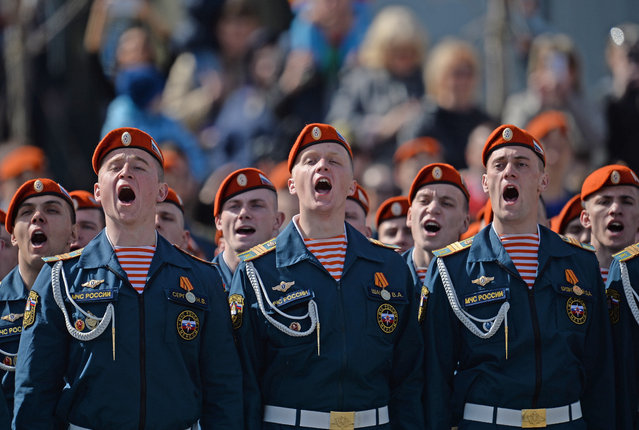 EMERCOM personnel sing during the celebrations in Yekaterinburg, Russia on May 9, 2016. (Photo by Donat Sorokin/TASS/Getty Images)