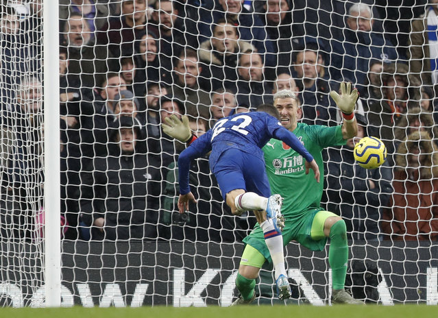 Chelsea's Christian Pulisic, left, scores his sides second goal past Crystal Palace's goalkeeper Vicente Guaita during their English Premier League soccer match between Chelsea and Crystal Palace at Stamford Bridge stadium in London, Saturday, November 9, 2019. (Photo by Alastair Grant/AP Photo)