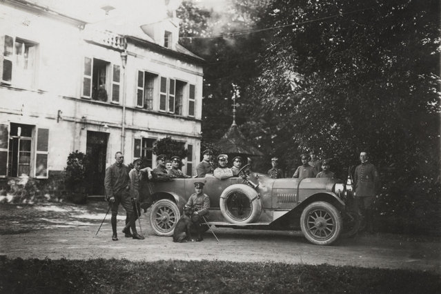 German officers of Flieger Abteilung 280 are pictured outside a chateau near the Western Front in this 1918 handout picture. This picture is part of a previously unpublished set of World War One (WWI) images from a private collection. The pictures offer an unusual view of varied and contrasting aspects of the conflict, from high tech artillery to mobile pigeon lofts, and from officers partying in their headquarters to the grim reality of life and death in the trenches. The year 2014 marks the centenary of the start of the war. (Photo by Reuters/Archive of Modern Conflict London)