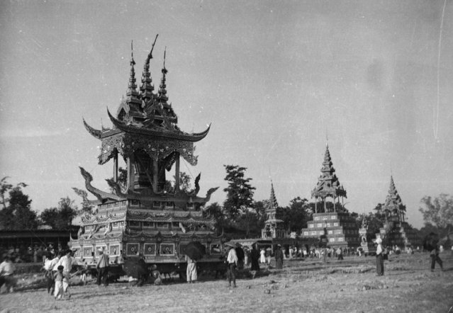 A Burmese priest's body is prepared for cremation in a large ornate 'chariot' like a small temple, circa 1930. (Photo by General Photographic Agency/Getty Images)