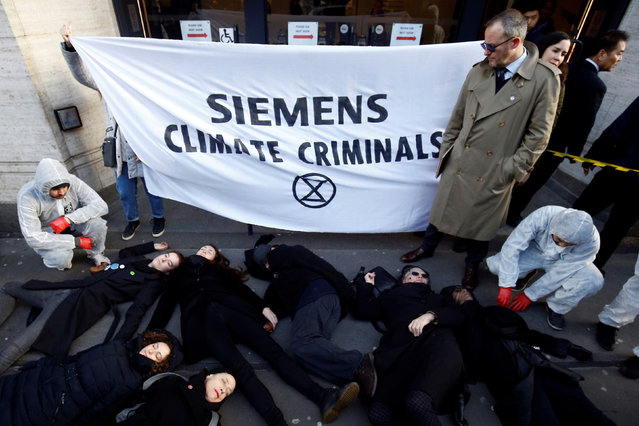 Extinction Rebellion climate change activists demonstrate in front of Siemens' headquarters in London, Britain on January 16, 2020. (Photo by Henry Nicholls/Reuters)
