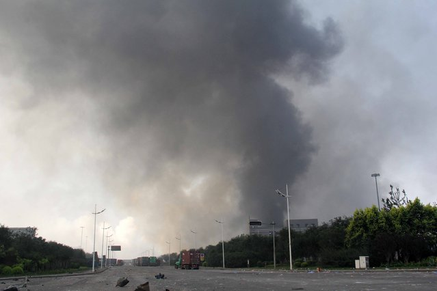 Smoke rises from the site of a series of explosions in Tianjin on August 13, 2015.  A series of enormous explosions at an industrial area in the Chinese port of Tianjin killed at least 44 people and injured hundreds, state media reported August 13, unleashing a fireball that ripped through the night sky. (Photo by AFP Photo)