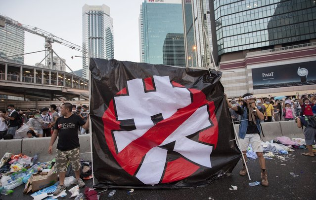 "Pro-democracy protesters hold a banner saying ""No Communict Party"" during the first day of the mass civil disobedience campaign Occupy Central, Hong Kong, China, 28 September 2014. (Photo by Alex Hofford/EPA)"