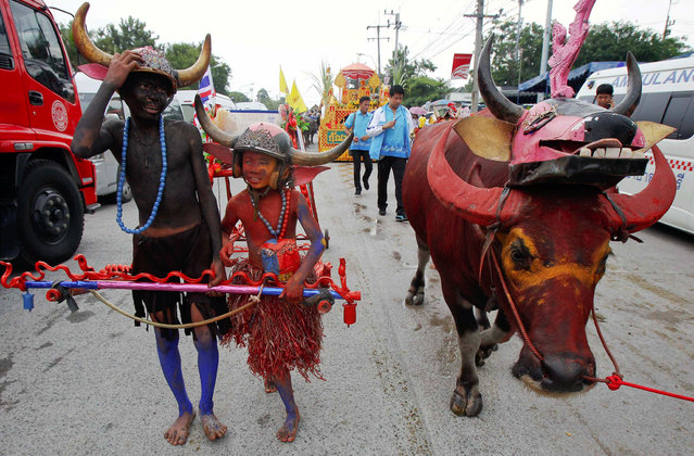Boys wearing horned helmets and body paint arrive for Chonburi's annual buffalo race festival, east of Bangkok, October 7, 2014. The event, which also celebrates the rice harvest, dates back to the buffalo trade in Chonburi, once the commercial centre of Thailand's east. (Photo by Chaiwat Subprasom/Reuters)
