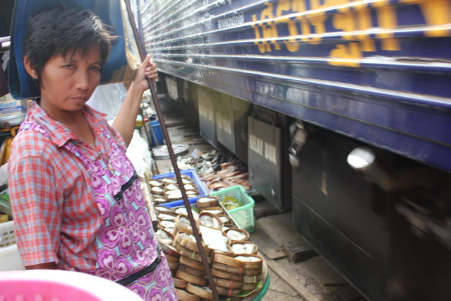 Maeklong Railway Market. (Photo by Faleiry)