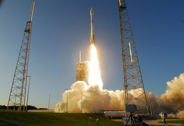 An AtlasV rocket lifts off from Complex 41 at Cape Canaveral Air Force Station Thursday, September 8, 2016. The rocket carried NASA's OSIRIS-REx asteroid sample-return mission into orbit. (Photo by Craig Bailey/Florida Today via AP Photo)