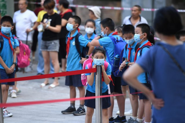Students wearing masks enter a primary school on the first day of a new semester on September 1, 2020 in Chongqing, China. (Photo by Chen Chao/China News Service via Getty Images)