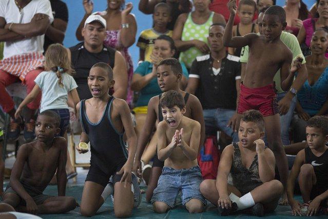 Children react during a local wrestling tournament in Havana, November 15, 2014. (Photo by Alexandre Meneghini/Reuters)