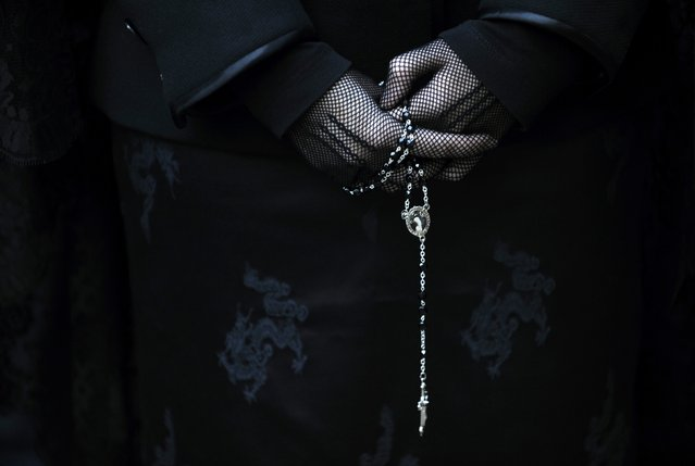 "A penitent takes part in the procession of the ""Silencio y la Santa Cruz"" brotherhood during Holy Week in Oviedo, northern Spain, in this April 15, 2014 file photo. (Photo by Eloy Alonso/Reuters)"
