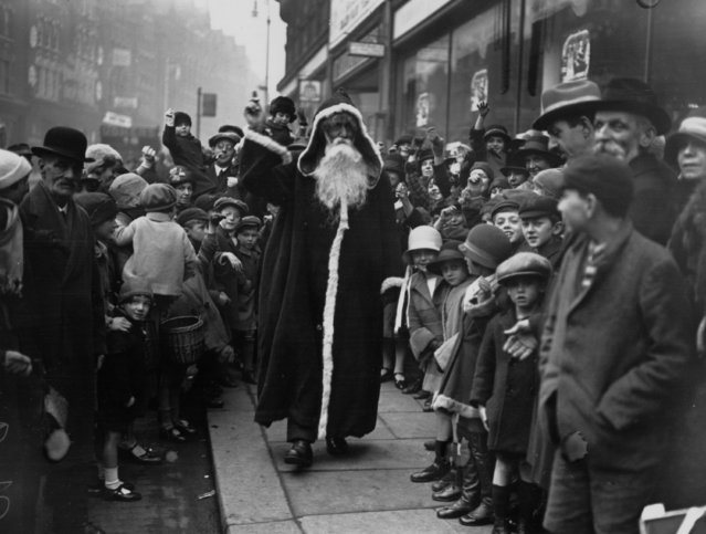 Father Christmas arriving at the Arding and Hobbs store in Clapham Junction, London, 2nd November 1926.  (Photo by H. F. Davis/Topical Press Agency/Getty Images)