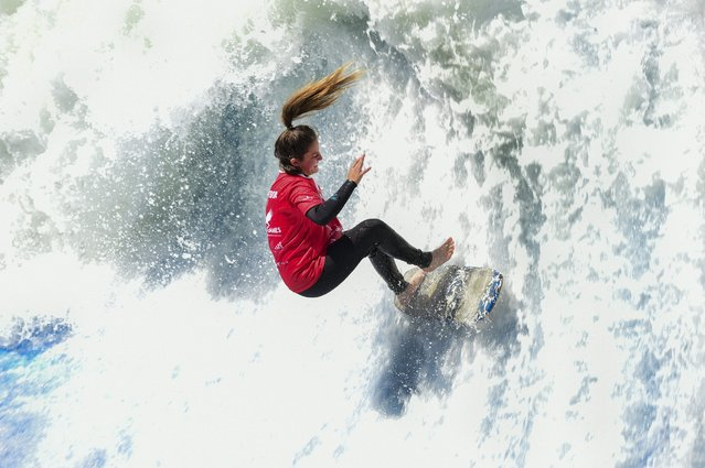 A flowrider competes on an artificial wave, during the Flow Tour 2016 in Santiago on October 22, 2016. Artificial waves are created by powerful pumps that throw thousands of liters of water against a wall. The size of the wave can be regulated to suit the skills of the surfer and can reach a height up to three meters. (Photo by Martin Bernetti/AFP Photo)