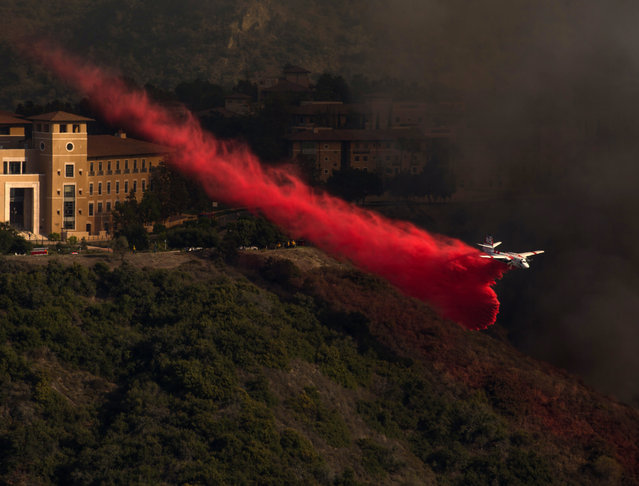 California Fire aircraft to drops bright red fire retardant in an effort to protect Soka University. Wildfire flames burning vegetation Saturday afternoon, June 2, 2018, in Aliso and Wood Canyons Wilderness Park in Laguna Niguel. The fire is being fought by 200 firefighters, fixed wing aircraft and helicopters, near Laguna beach and the Pacific coast. Crews battle 250-acre brush fire in Wood Canyon, as thousands of evacuations underway in Laguna Beach, Aliso Viejo. (Photo by Ruaridh Stewart/ZUMA Wire/Rex Features/Shutterstock)