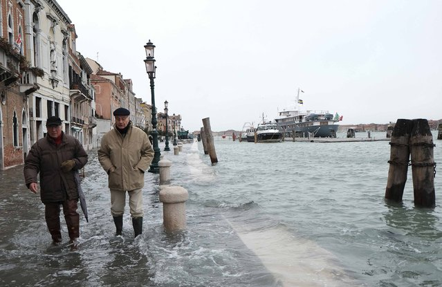 People walk during a period of seasonal high water in Venice, February 6, 2015. (Photo by Manuel Silvestri/Reuters)