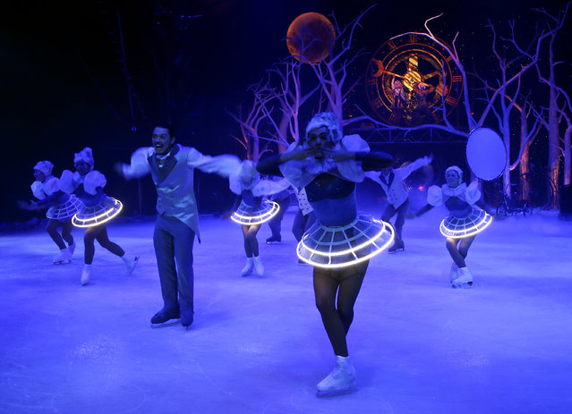 "Artists perform during a press rehearsal of ""The spell of the Ice Garden"" by the Circo de Hielo (The Ice Circus) in Madrid, Spain November 24, 2016. (Photo by Andrea Comas/Reuters)"