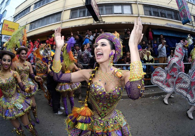 "A member of the ""Morenada Los Cocanis"" group dances during the Carnival parade in Oruro February 14, 2015. (Photo by David Mercado/Reuters)"