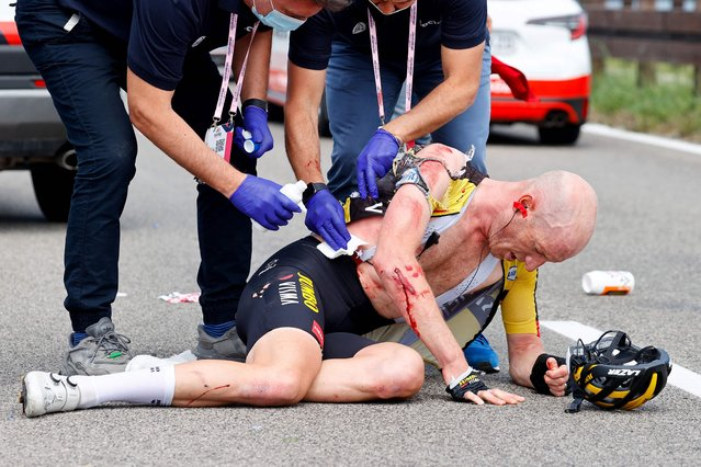 Dutch Jos van Emden of the Jumbo Visma cycling team is attended after a fall during the 15th stage of the Giro d'Italia 2021 cycling race, a 147km race between Grado and Gorizia on May 23, 2021. (Photo by Luca Bettini/AFP Photo)