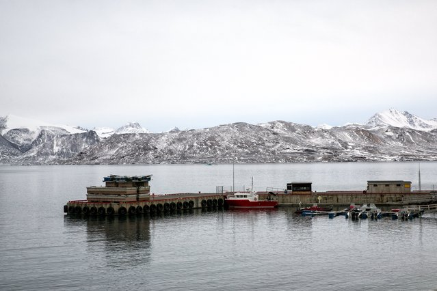 Dinghies and research vessels are pictured in the small harbour near Ny-Alesund on Spitsbergen, Norway October 15, 2015. (Photo by Anna Filipova/Reuters)