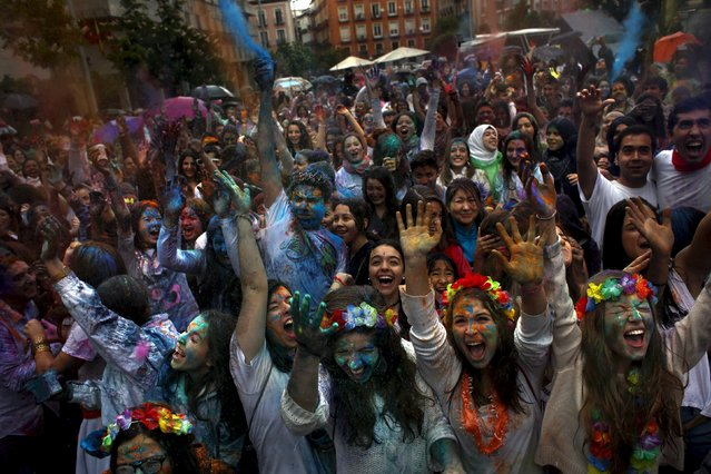 People scream as they throw coloured powder during Holi festival in Madrid April 26, 2015. (Photo by Susana Vera/Reuters)