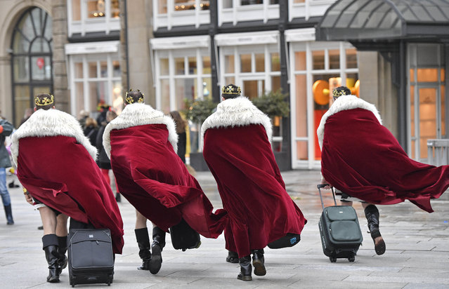 Four men dressed as kings arrive in the city center when tens of thousands revelers dressed in carnival costumes celebrate the start of the street-carnival in  Cologne, Germany, Thursday, February 23, 2017. (Photo by Martin Meissner/AP Photo)