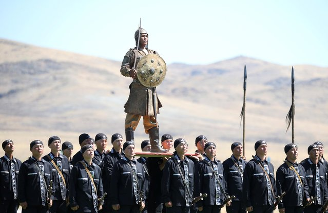 Kazakh servicemen perform during a ceremony opening the International Army Games at the 40th military base Otar in Zhambyl Region, Kazakhstan on August 7, 2019. (Photo by Pavel Mikheyev/Reuters)