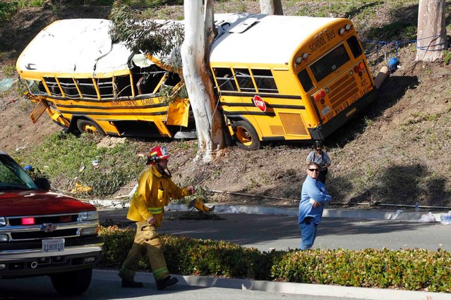 A school bus veered off the road in Anaheim, southern California, on April 25, 2014. Eleven middle school students and a bus driver were injured, three critically. (Photo by Alex Gallardo/Reuters)