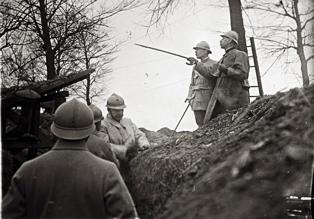An undated archive picture shows French General Emile Eugene Belin (R) visiting the front line near Arras, Northern France. (Photo by Collection Odette Carrez/Reuters)