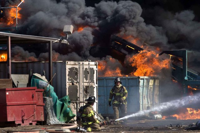 Sacramento Fire Department crews respond to a fire at Sierra Waste facility on Berry Avenue near Power Inn Road, Tuesday, July 28, 2015, in Sacramento, Calif. (Photo by Randall Benton/The Sacramento Bee via AP Photo)