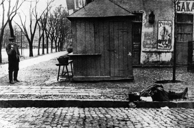 A man lies dead in the street, a casualty of the riots during the Russian Revolution, 1917. (Photo by Hulton Archive/Getty Images)
