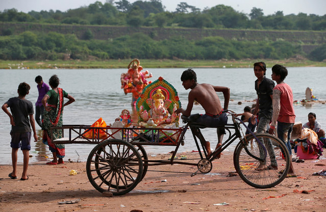 Idols of Hindu god Ganesh, the deity of prosperity, are loaded in a trishaw after they were collected from the Sabarmati river a day after their immersion in Ahmedabad, India, September 6, 2017. (Photo by Amit Dave/Reuters)