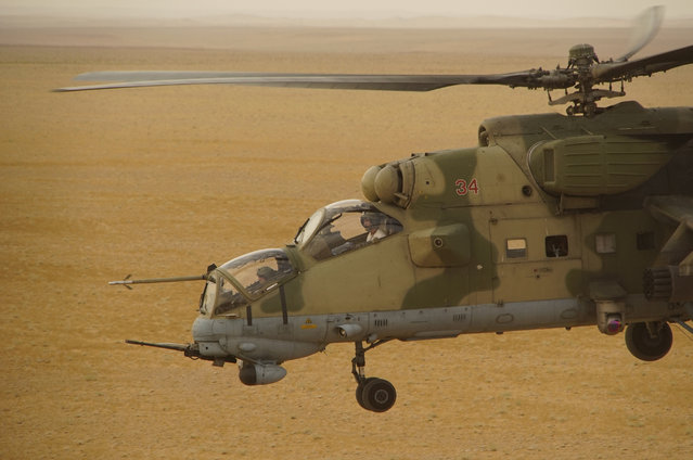 In this Friday, September 15, 2017 file photo, Russian military helicopter flies over a desert in Deir es-Zor province, Syria. Russian special forces are helping Syrian government troops fight Islamic State militants in the battle underway for the strategic city of Deir el-Zour in eastern Syria, the defense ministry in Moscow said on Thursday, September 21, 2017. The deployment comes amid rising concerns of a direct confrontation on the ground between Russian-backed forces on one side and the U.S.-supported Kurdish-led Syrian forces on the other. (Photo by AP Photo)