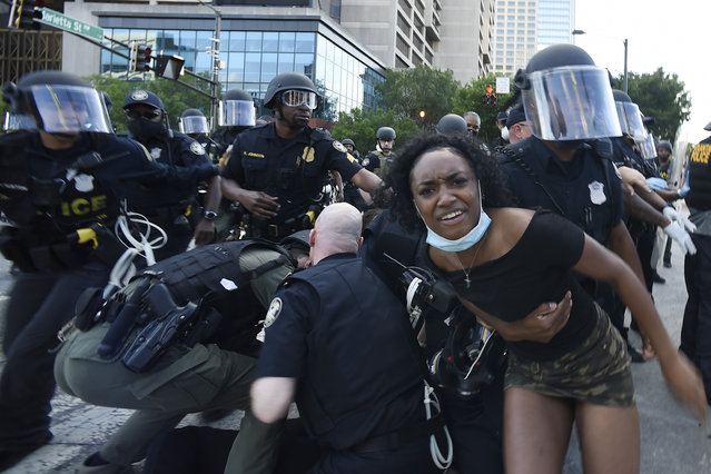 Atlanta Police detain demonstrators protesting, Friday, May 30, 2020 in Atlanta. The protest started peacefully earlier in the day before demonstrators clashed with police. (Photo by Mike Stewart/AP Photo)