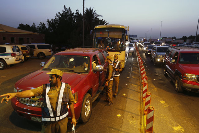Security officials patrol a checkpoint between Jeddah and the holy city of Mecca, ahead of the annual Hajj pilgrimage September 29, 2014. The Saudi Interior Ministry prohibits those without permission for the pilgrimage and non-Muslims from entering the holy city of Mecca. (Photo by Muhammad Hamed/Reuters)