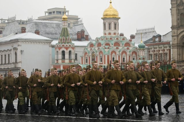 Servicemen, dressed in historical uniforms, march during a military parade in Red Square in Moscow, November 7, 2014. The parade marked the anniversary of the 1941 parade when Soviet soldiers marched through the Red Square towards the front lines of World War Two. (Photo by Maxim Shemetov/Reuters)