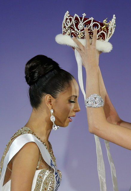 Valerie Hernandez Matias representing Puerto Rico is awarded the crown after winning the 54th Miss International Beauty title in Tokyo November 11, 2014. (Photo by Thomas Peter/Reuters)