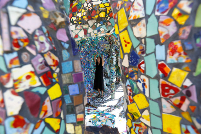 A visitor views the work of artists Gonzalo Duran and Cheri Pann at their Mosaic Tile House in Venice, California U.S., August 26, 2016. (Photo by Mario Anzuoni/Reuters)