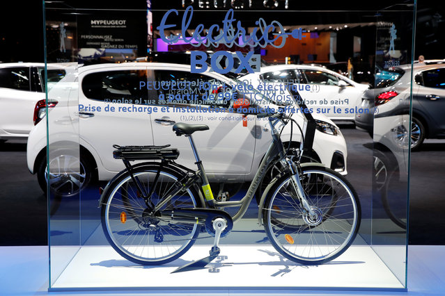 A Peugeot HYbrid-Bike is displayed on media day at the Paris auto show, in Paris, France, September 29, 2016. (Photo by Benoit Tessier/Reuters)
