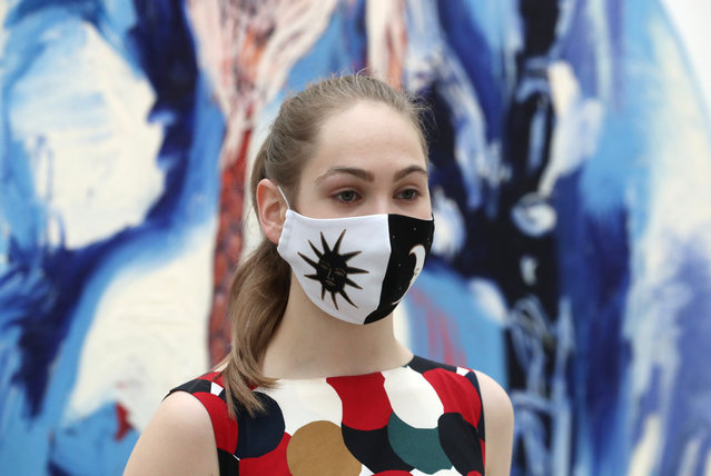 A visitor in a face mask at the 8th Cosmoscow International Fair at Gostinny Dvor in Moscow, Russia on September 10, 2020. Cosmoscow is an annual art festival and exhibition of works by contemporary artists. (Photo by Sergei Karpukhin/TASS)
