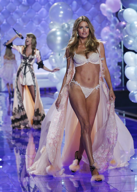 Singer Swift performs as model Doutzen Kroes presents a creation during the 2014 Victoria's Secret Fashion Show in London December 2, 2014. (Photo by Suzanne Plunkett/Reuters)
