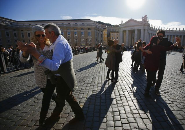 Couples dance in front of Saint Peter's basilica at the Vatican December 17, 201. (Photo by Tony Gentile/Reuters)
