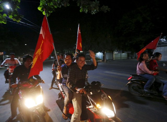 Supporters of opposition leader Aung San Suu Kyi carry National League for Democracy (NLD) flags through the streets of Mandalay after the general election in Myanmar, November 9, 2015. (Photo by Olivia Harris/Reuters)