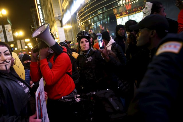 Protesters surround police officers during a demonstration in response to the fatal shooting of Laquan McDonald in Chicago, Illinois, November 25, 2015. (Photo by Andrew Nelles/Reuters)