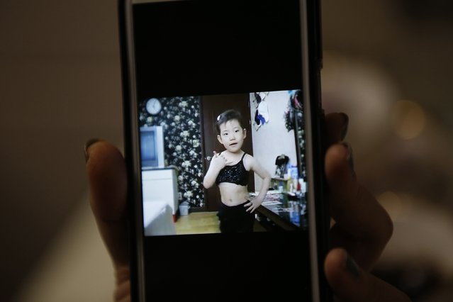A video clip shows Kim Si-yoon performing when she was four years old at her house in Seoul December 16, 2014. (Photo by Kim Hong-Ji/Reuters)